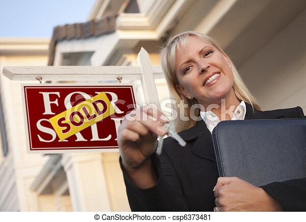 부동산, 키, 집, 팔린다, 대리인, 표시, 정면 - csp6373481