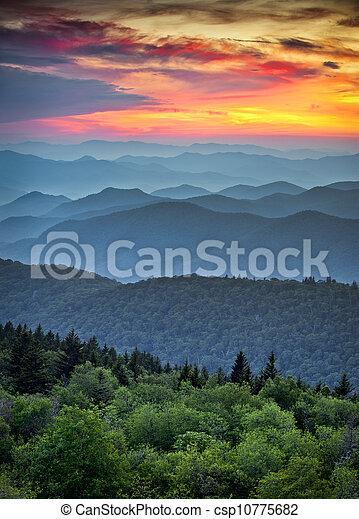 푸른 산, 멋진, 이랑, 층, 무대의, 국립 공원, 일몰, 능선, appalachian, 연기가 자욱한, 공원도로, 위의, 조경술을 써서 녹화하다 - csp10775682